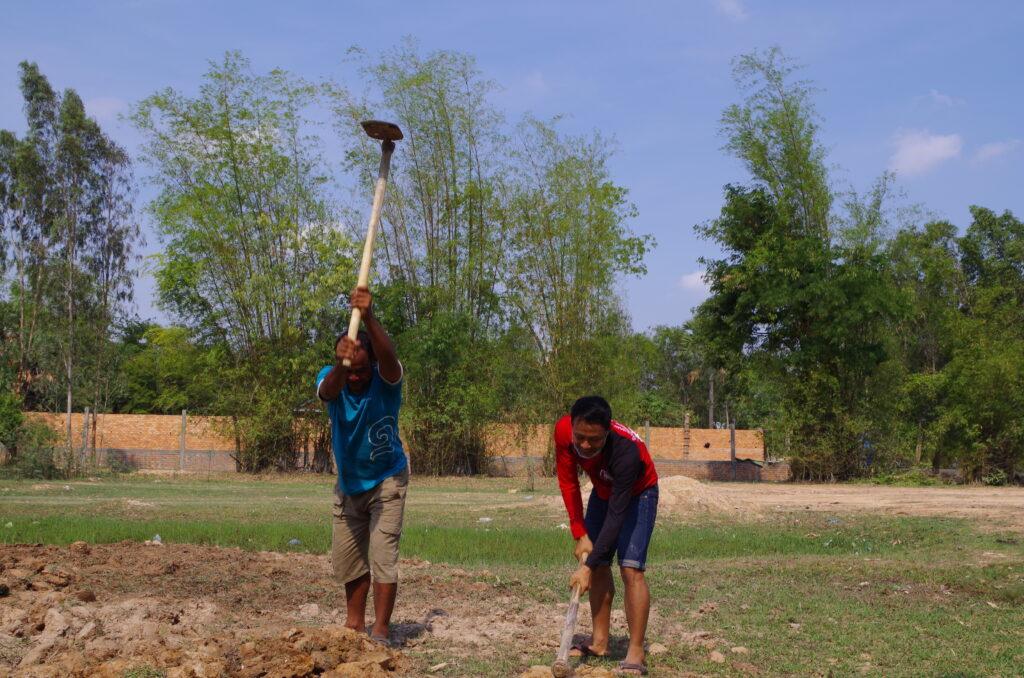 近所のカンボジア人も協力してくれた